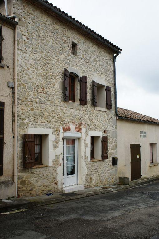 A vendre, maison de village au Lédat d'environ 130m2 avec 4 chambres.