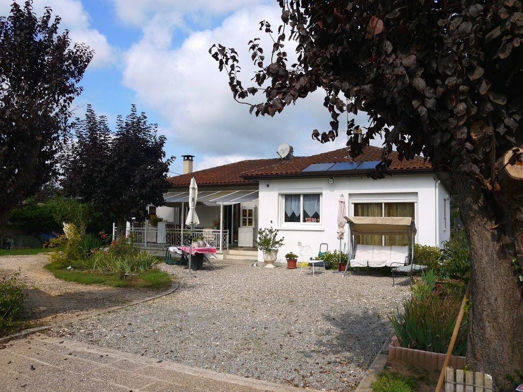 A vendre, maison à Bias avec 3 chambres sur un jardin entièrement clôturé de 860m²