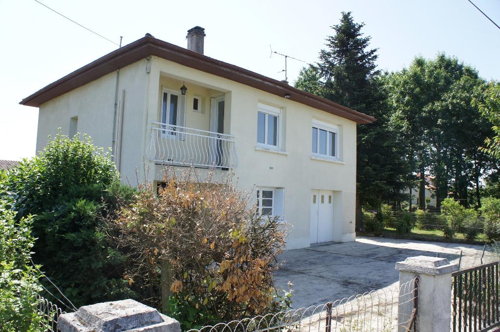 Maison s/sol entre Casseneuil et Sainte Livrade, 3 chambres avec 1,2 ha de terrain