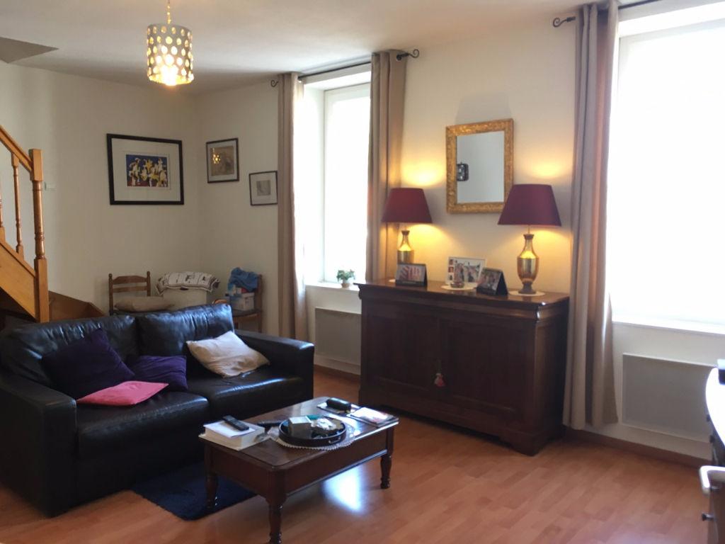 Wohnung 58 M² Duplex, 2 Schlafzimmer, Ein Großes Wohnzimmer Im Zentrum Von  Villeneuve Sur