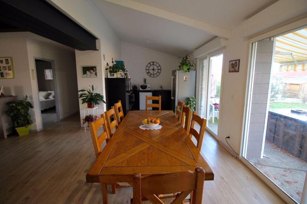 A acheter à Villeneuve Sur Lot, maison idéale pour une grande famille, comprenant 5 chambres sur un jardin d'environ 1091m2