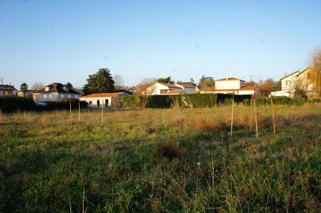 Terrain viabilisé Villeneuve Sur Lot rive droite de 1141 m² dans quartier tranquille au calme