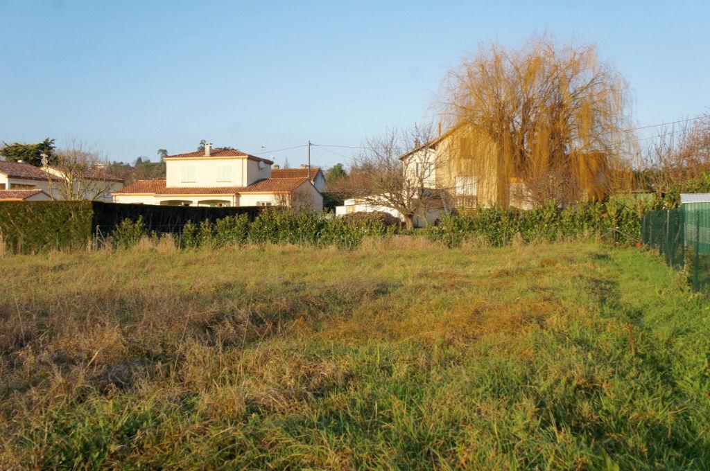 Terrain viabilisé Villeneuve Sur Lot rive droite de 886 m² dans quartier tranquille au calme