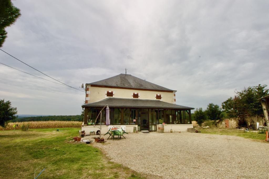 Maison en pierres dans la campagne du Lédat
