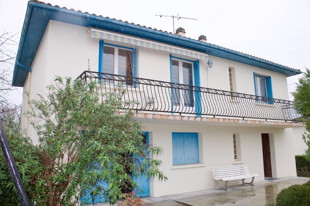 Ein Pujols, In Der Nähe Von Villeneuve Sur Lot, Haus Ca. 115 M2 Mit 4.