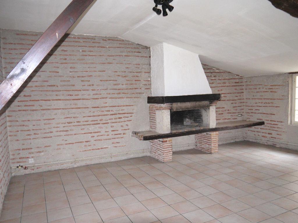 Appartement T3 loué 400 €, 80,37 m2, Villeneuve Sur Lot 3 pièce(s)
