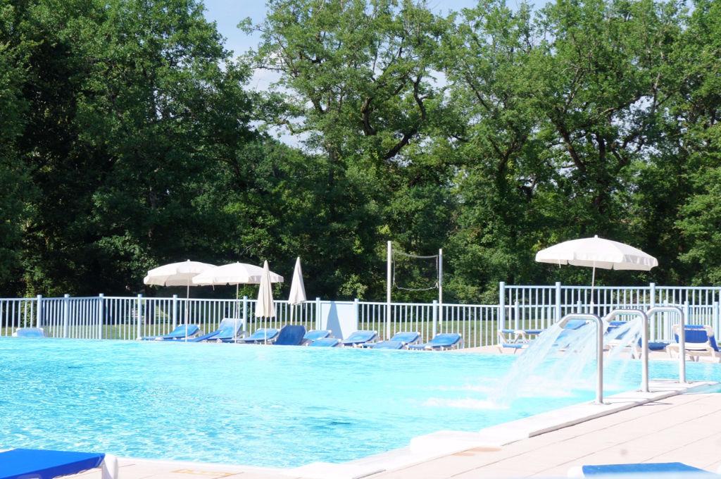 Vous cherchez une résidence secondaire au soleil ? Ou un investissement locatif ? Venez visiter cet appartement de type T2 d'environ 31 m2 habitables situé dans une résidence de vacances avec grande piscine à débordement, jeux pour enfants, lac de pêche e