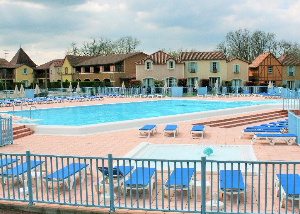 Appartement d'environ 31 m2 dans une résidence de vacances (avec piscine à débordement) proche  d'un des PLUS BEAUX VILLAGES DE FRANCE en Périgord Haut Agenais (SUD OUEST de la France).