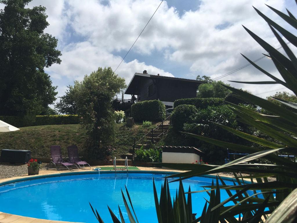 """Le Temple sur Lot, dans un coin de paradis, au milieu de la nature, loin de toutes nuisances, vous aimerez cette maison de vacances avec ses petits """"coins"""" extérieurs très agréables : sa terrasse avec vue, son coin piscine dans les bois, ses espaces tranq"""