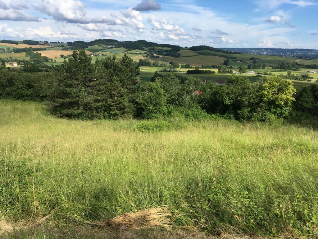 Terrain viabilisé à  Monclar, de 1555 m2 avec vue !