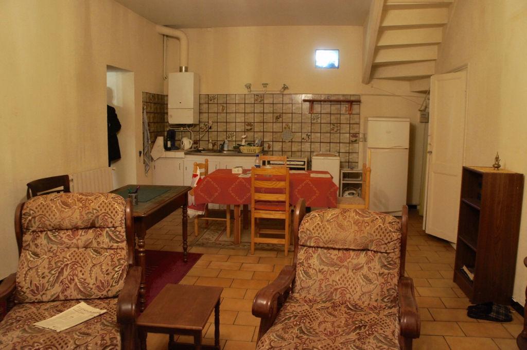 Au centre ville de Villeneuve sur Lot, maison de ville avec 3 chambres et garage à rénovée.