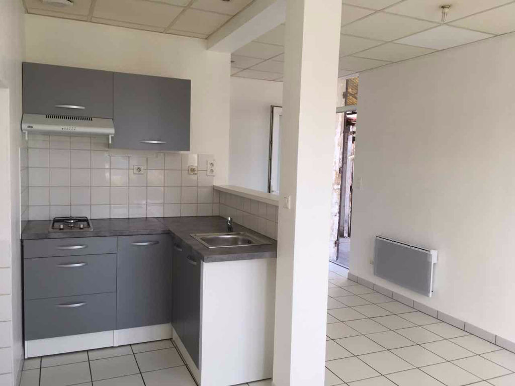 Appartement  de plain pied 36,09 m2 avec une chambre et une cour. Sainte Livrade Sur Lot