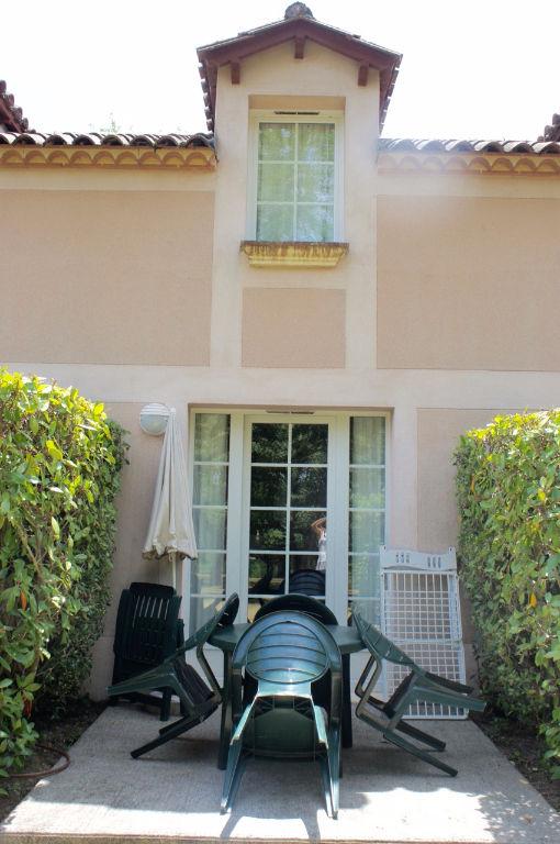 Maison de vacances, à acheter  à Monflanquin moins de 50000€ avec jardin et piscine commune