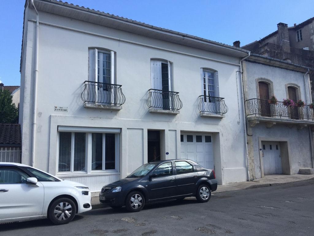 Maison de ville à acheter à Cancon comprenant 5 chambres avec garage et jardin