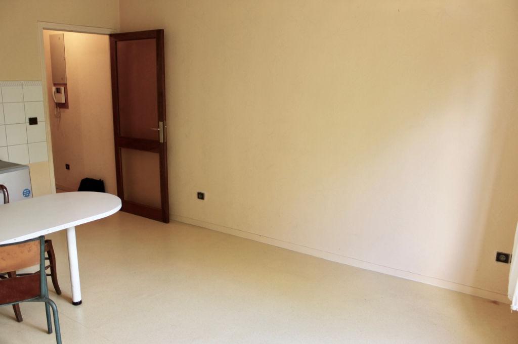 Appartement d'environ 22m2 dans résidence sécurisée du centre ville de Villeneuve sur Lot (47300).  Devenez propriétaire pour environ 206€ par mois ! (=remboursement d'un prêt sur 15 ans à 2,5% sans apport pour un montant emprunté total d'environ 31 000 €