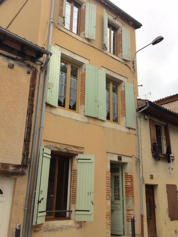 A acheter, immeuble de rapport comprenant 3 appartement en centre ville de Villeneuve Sur Lot