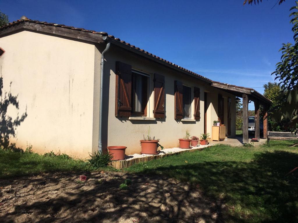 Castelmoron sur Lot, maison de plain pied de 87,62 m2 avec jardin 1000 m2 proche des commodités
