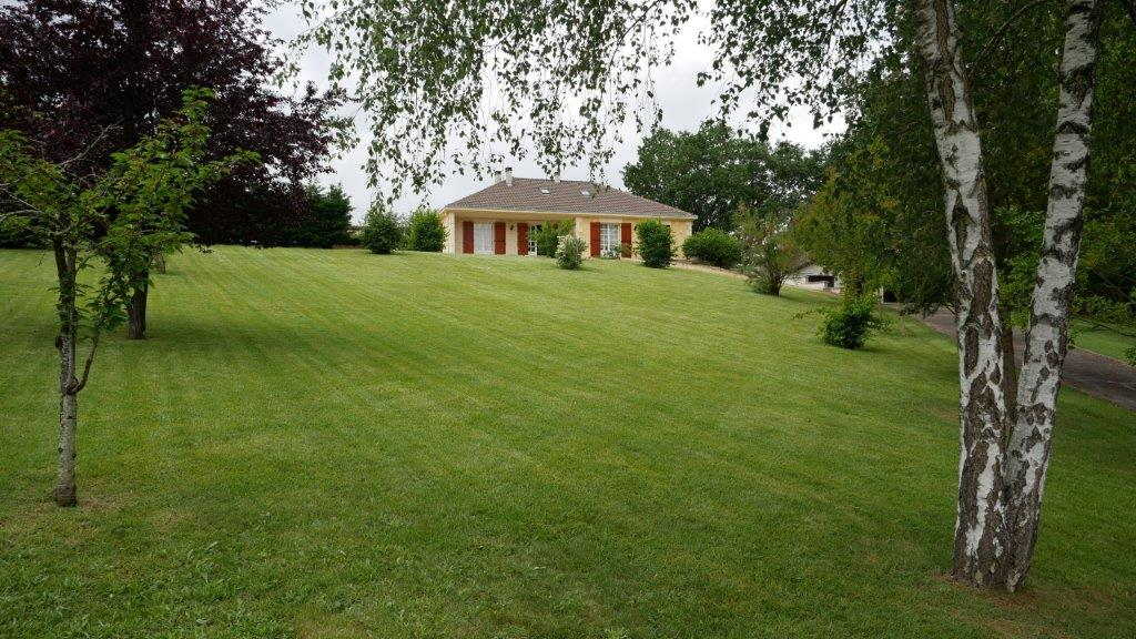 A acheter, en campagne de Villeneuve Sur Lot , maison d'environ 113 m2 sur un terrain d'eniron de 5 416m2 avec piscine
