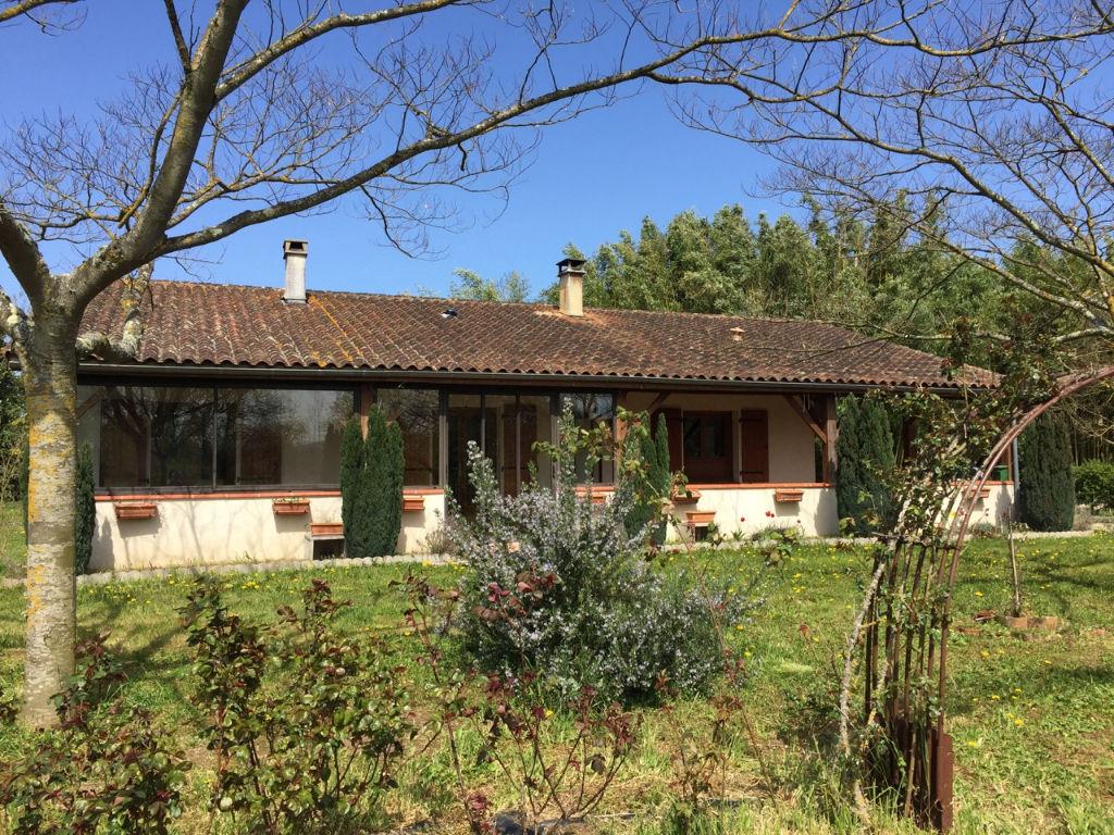 Fongrave, à 15 mn de Villeneuve sur Lot, maison de plain pied en excellent état de 94 m2 avec 3 chambres et un jardin de 6000 m2