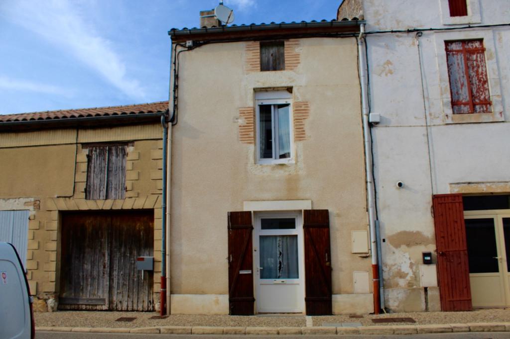 Granges sur Lot, proche de Castelmoron sur Lot, dans village avec commerce, et le Lot, vous apprécierez la quiétude de cette maison.