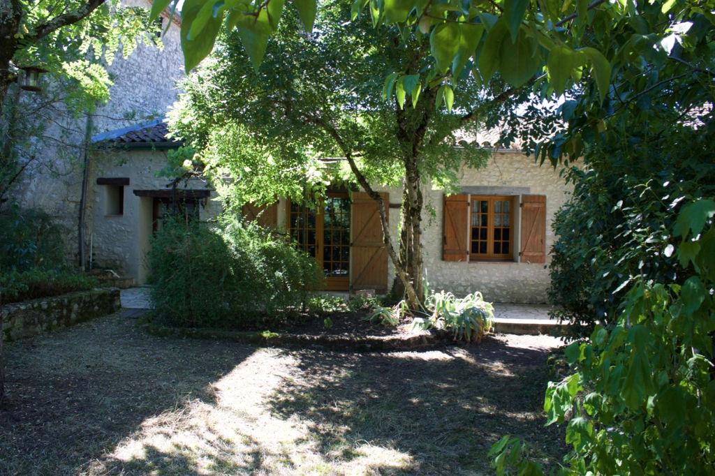 Maison de village charmante La Sauvetat Sur Lède 7 pièce(s) avec jardin de 1670 m2