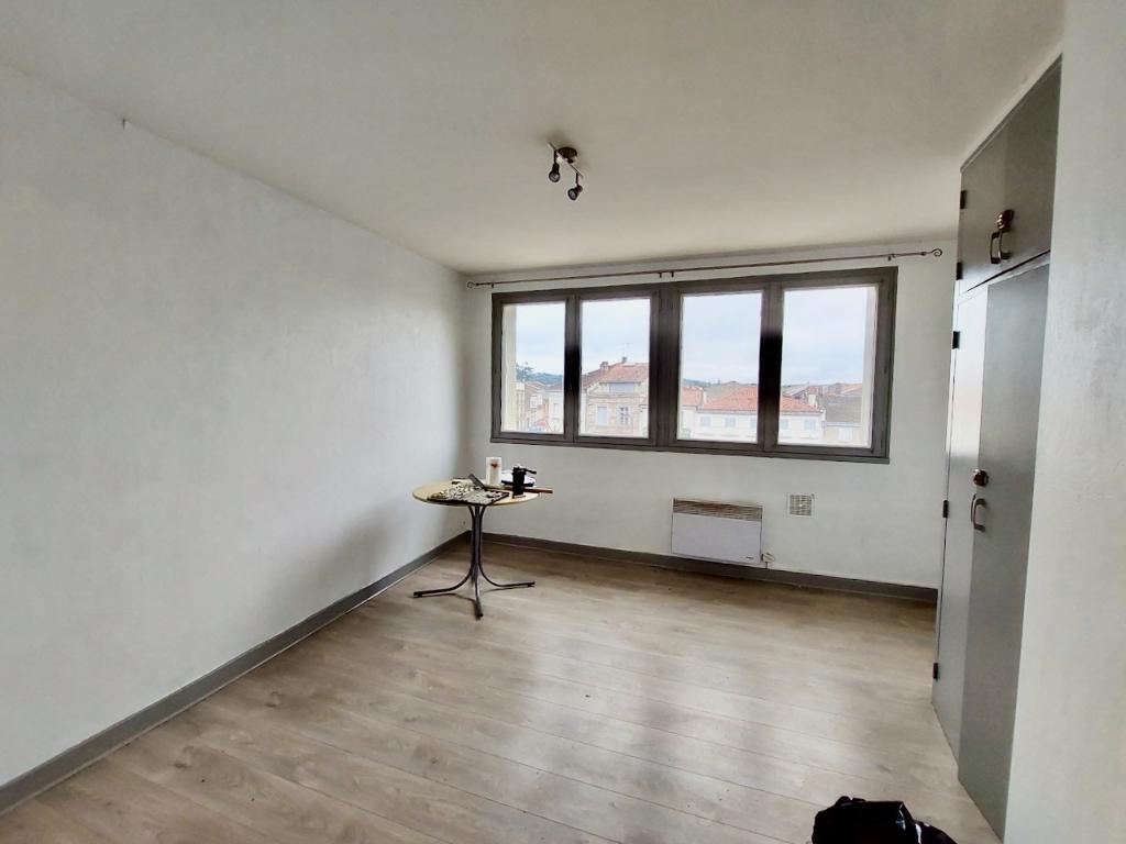 Appartement Villeneuve Sur Lot de 21 m2 meublé en très bon état avec balcon à deux pas du centre ville de l'IFSI.