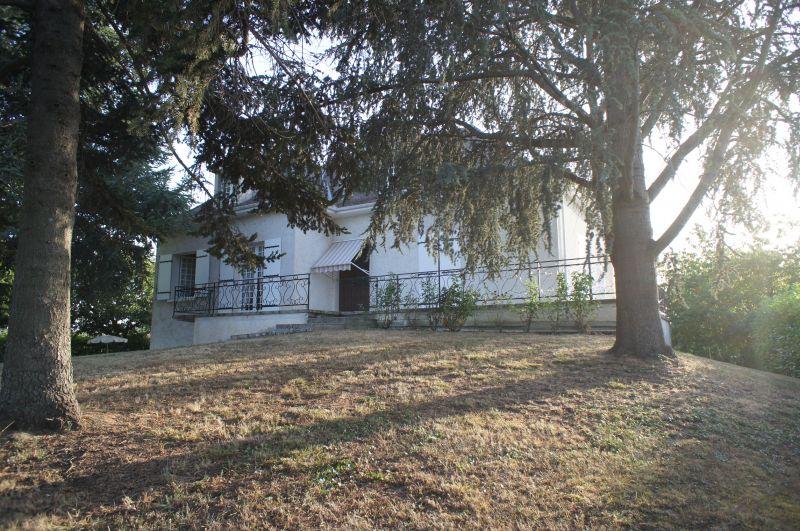 Maison proche Villeneuve sur Lot avec 150 m� de surface habitable, trois chambres, � quelques centaines de m�tres des premiers commerces.